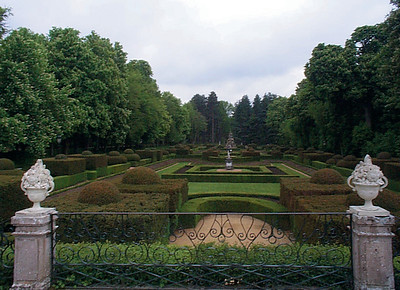 his palace boasts extensive gardens and fountains, a cool respite from hot Madrid summers.
