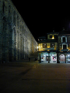The symbol of Segovia is the 1,000 year old aqueduct. Here the aqueduct is lit up at night. And just to the right, our favorite restaurant Casa de Candido beckons the late night diner. A warm haven on a cold night.