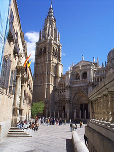 "Cathedral. Rick Steves describes it thus, ""Holy Toledo! The interior is so lofty, rich and vast that it grabs you by the vocal cords and all you can whisper is, Wow"". It was built between 1226 and 1493 and sports a mixed Gothic, Renaissance and Baroque style."