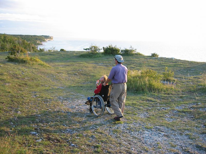 Högklink is a famous area, over looking cliffs awith a hiking trail.  I am not sure why it is famous.  Maybe a viking went wee-wee here 1,000 years ago.  We are going to have a go at this hiking trail, even if it isnät wheel chair access capable.