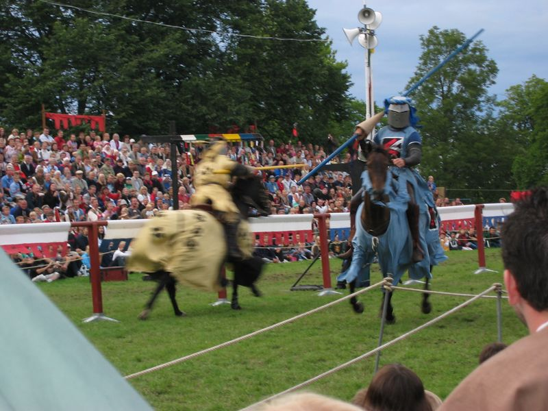Yes, those pseudo knights are really having a go at each other.  The spears have round knobs at the end, but they still make a loud thunk when they make contact with a shield at full gallup.  And the loser still gets knocked off his horse.  At the tournament, Medieval week, Visby