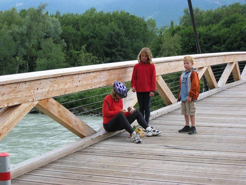 A foot bridge along the Rhone River just above Lake Geneva. (lunch)