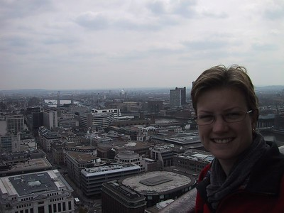 D0019.JPG - 17/04/01 12:24pm   Ange looking quite cold at the top of St Paul's.  Note Tower Bridge on the left hand side in the background.