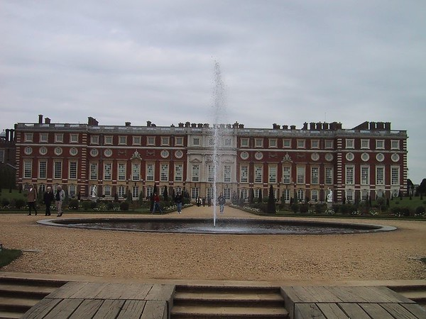 D0026.JPG - 03/05/01 1:39pm   The back of Hampton Court Palace.