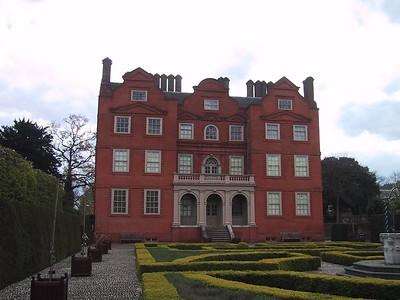 D0033.JPG - 07/05/01 12:59pm   Back of Kew Palace.