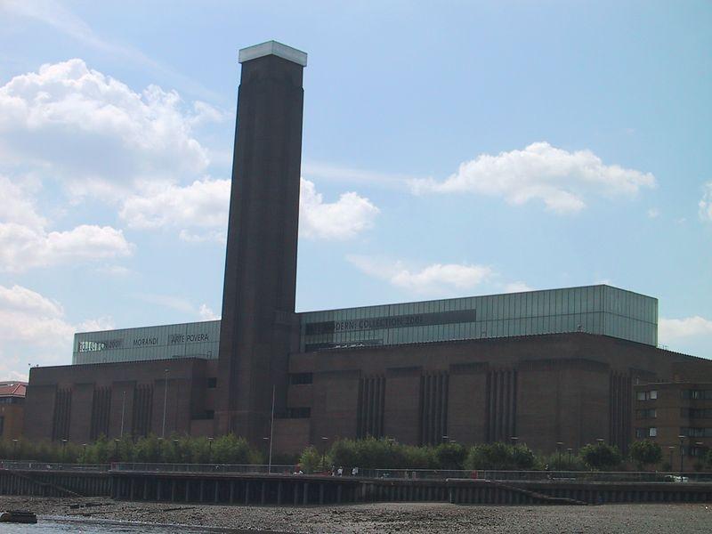 D0107.JPG - 09/06/01 10:13am   Tate Modern art gallery.