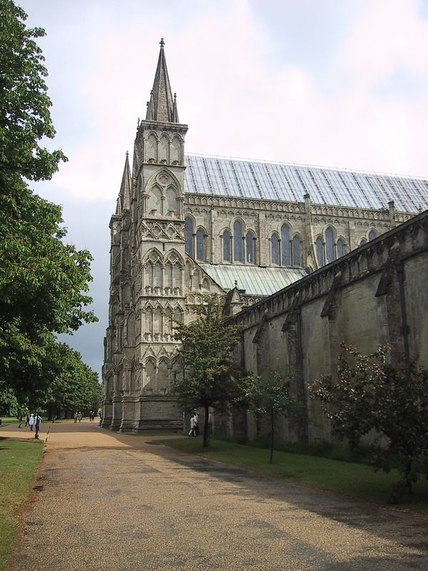 D0156.JPG - 16/06/01 10:07am   Salisbury Cathedral.