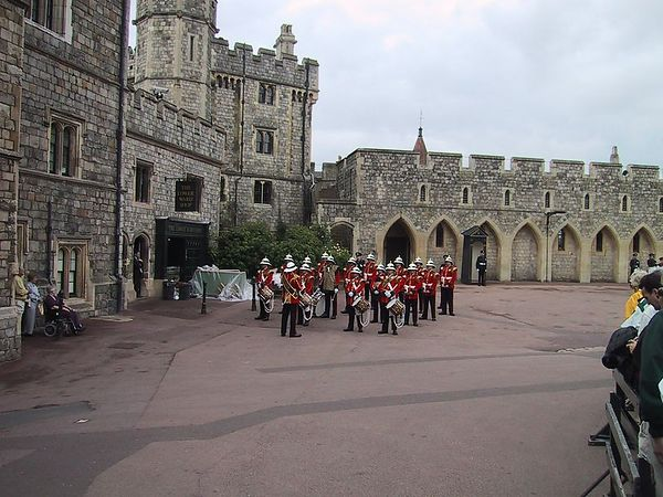 D0137.JPG - 15/06/01 11:18am   The band.