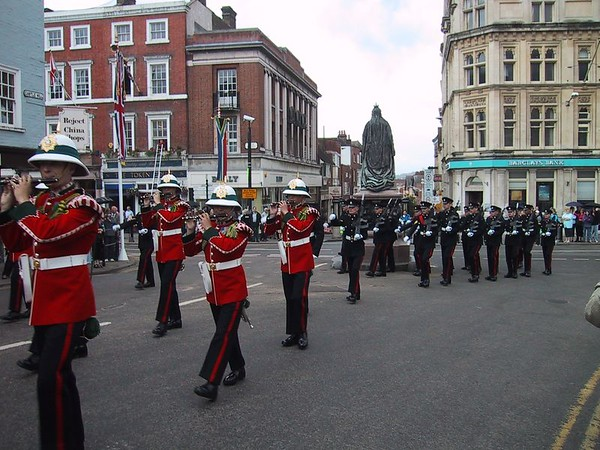 D0131.JPG - 15/06/01 10:55am   The Guard marching up the main street of Windsor on the way to the castle.