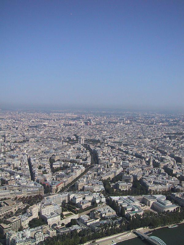 D0251.JPG - 25/08/01 10:38am   Paris - spot the Arc de Triomphe in the middle.