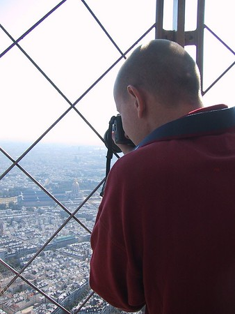 D0249.JPG - 25/08/01 10:36am   Craig taking a photo at the top of the Eiffel Tower.