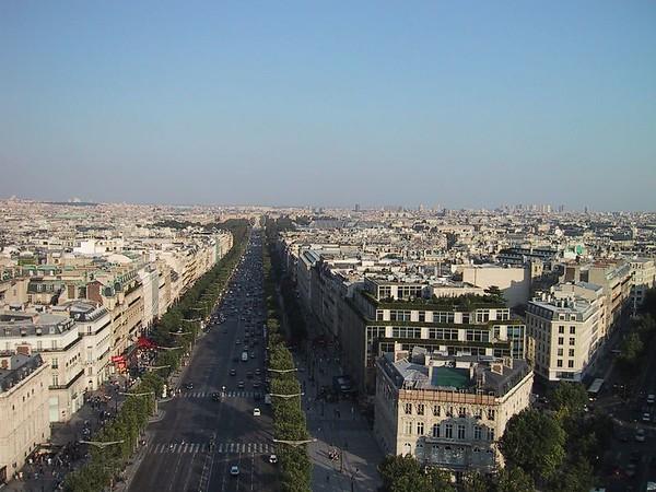 D0240.JPG - 24/08/01 5:53pm   Looking down the Avenue des Champs Elysees.