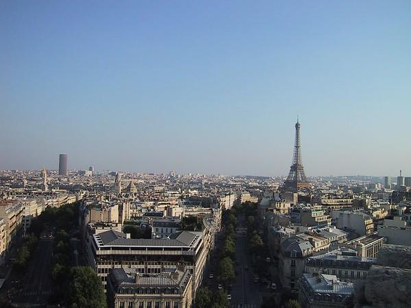 D0242.JPG - 24/08/01 5:54pm   Romantic Paris.