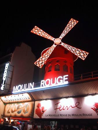 "D0246.JPG - 25/08/01 12:33am   The world famous ""Moulin Rouge""."