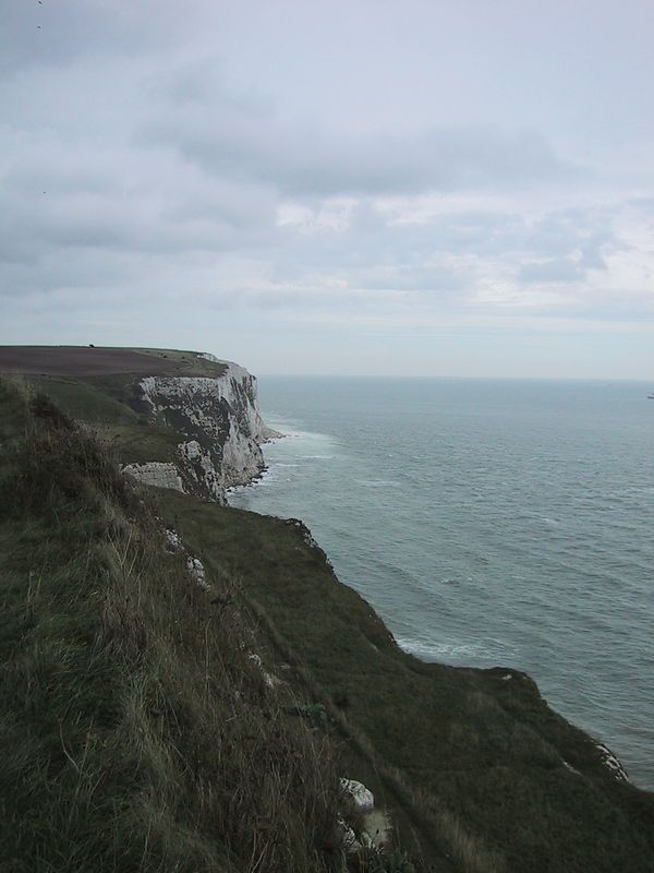 "D0308.JPG - 29/09/01 12:43pm   The famous ""white cliffs of Dover""."