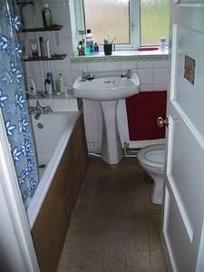 D0212.JPG - 29/06/01 7:28pm   Bathroom.