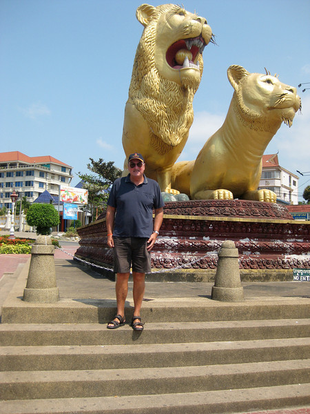 golden lions only thing worth photographing in sihanoukville