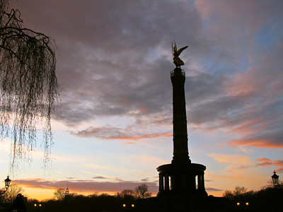 Victory Monument at dusk