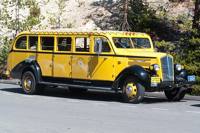 YYellowstone Vacation - Yellow Bus