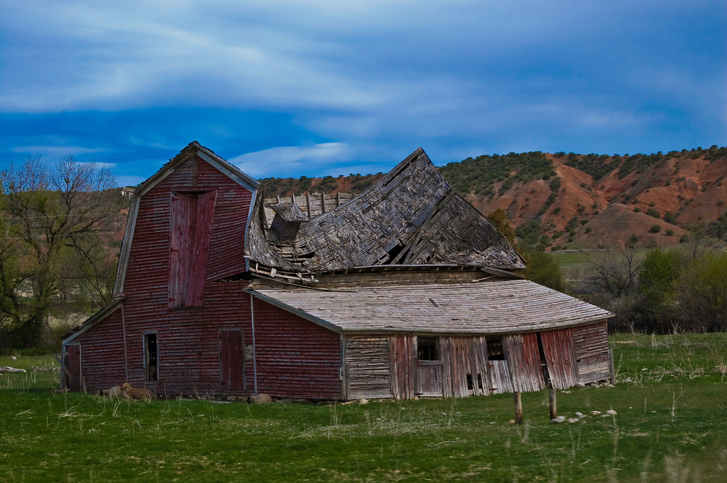 I wish I could have seen the inside of this awesome barn.