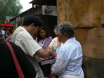 Beijing Hutong Tour - Pictures with People