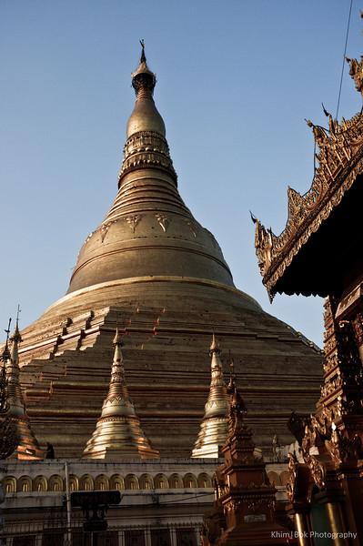 Shwe Dagon Pagoda in the day