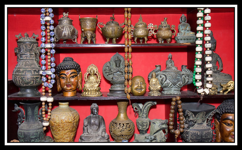 Night market - Buddist statues and prayer beads...