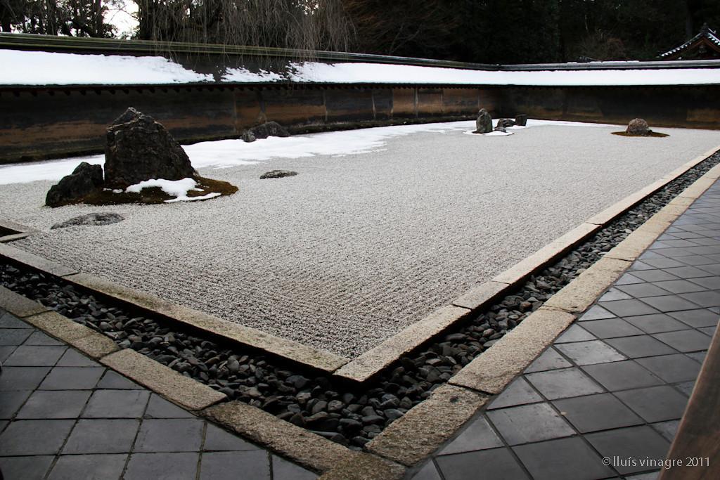 jardín zen en el templo de ryoanji, kyoto / 竜安寺、京都