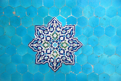 Close up of one of the tile motifs in the Jamah Mosque.