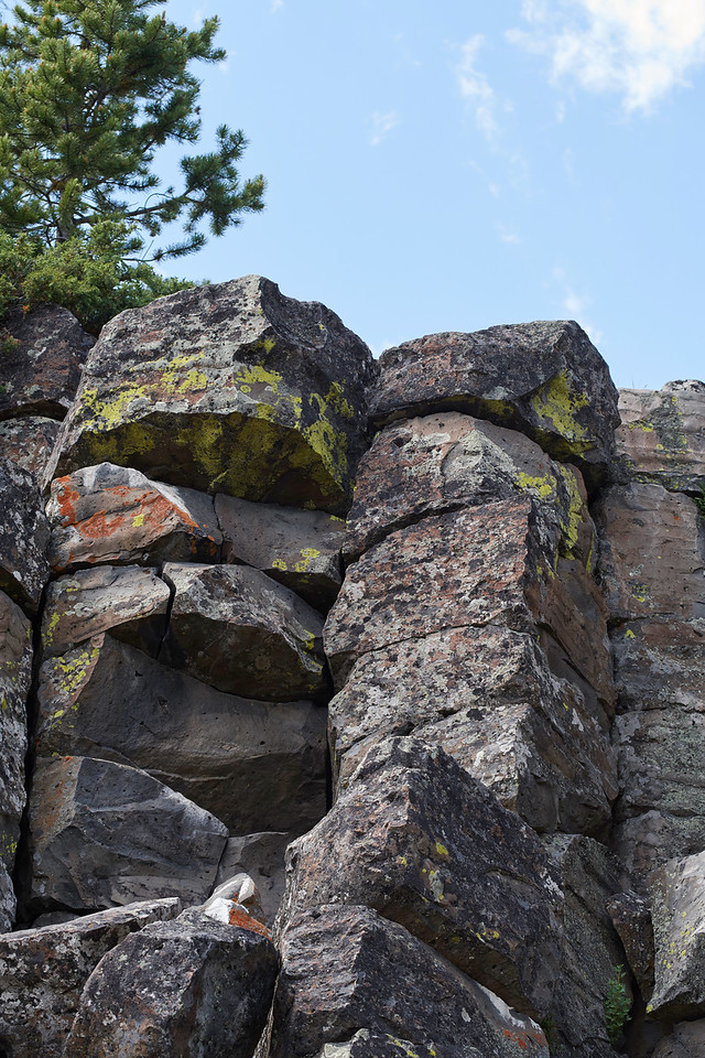 Sheepeater Cliff, Basalt Towers