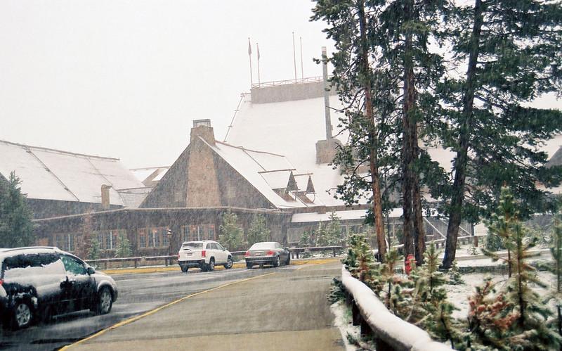 Old Faithful Lodge, snowing