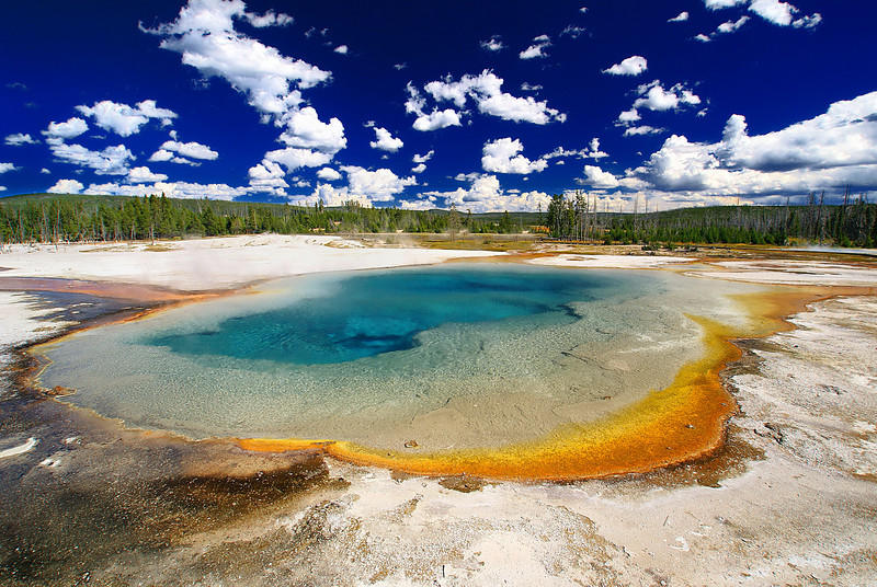 Emerald Pool in Black Sand Basin.
