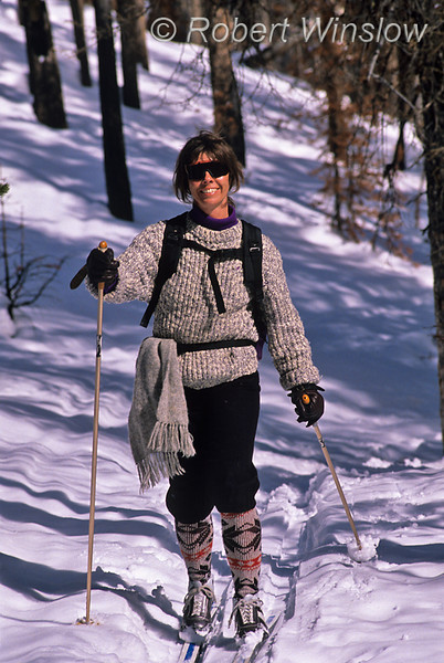 Model Released, Woman, Cross-country Skiing, Fairy Falls Trail, Yellowstone National Park, Wyoming, USA, North America