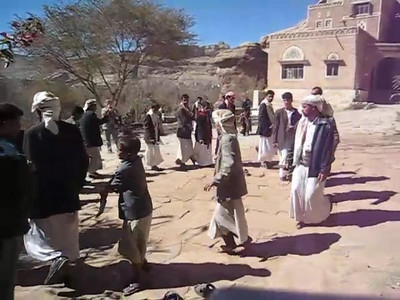 A short clip I took of local men dancing in the courtyard at Dar-al-Hajjar in Yemen.