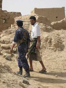 Ali and one of the Yemeni soldiers in deep conversation (probably talking soccer).