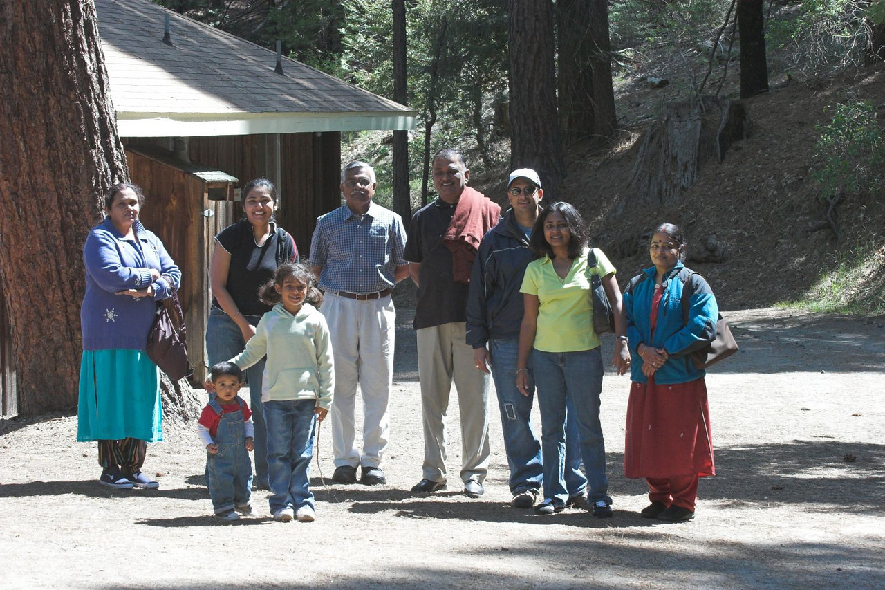 "Yosemite Gatehouse Lodge <br /> <br /> <a href=""http://www.yosemitecabins.com/gatehouse/"">http://www.yosemitecabins.com/gatehouse/</a>"