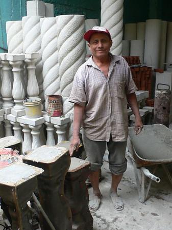 Concrete pillar fabrication, Santiago