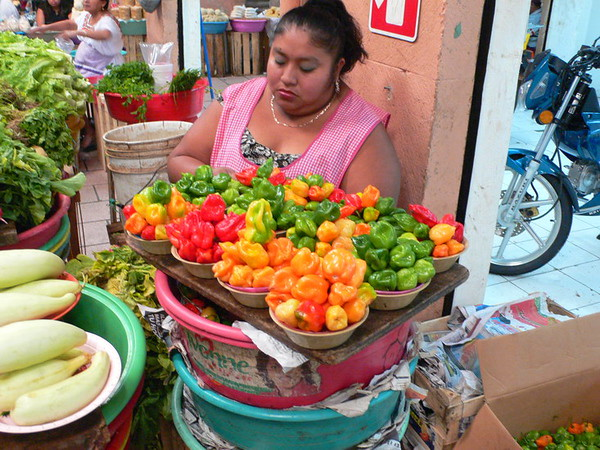 Veggie lady in Mercado