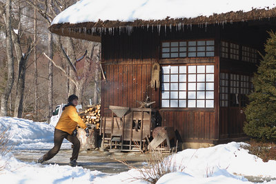 Raymen throwing snow balls in the villiage.