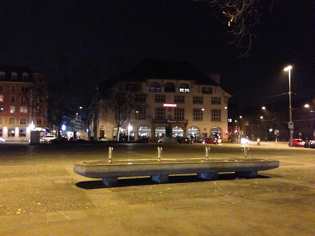 Volkshaus bei Nacht