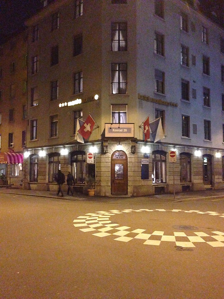 Hotel Montana bei Nacht