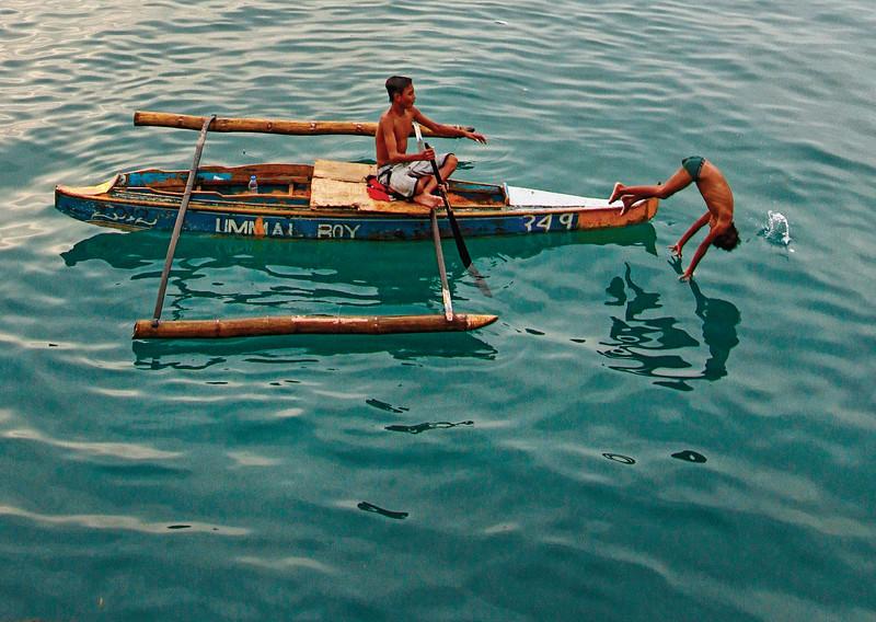 Badjao kids jumping for coins at sea
