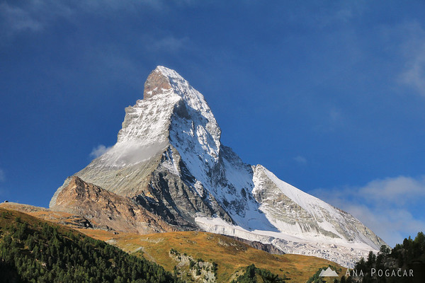 Before taking the cable car to the ski slopes, I had to take another photo of the cloudless Matterhorn.