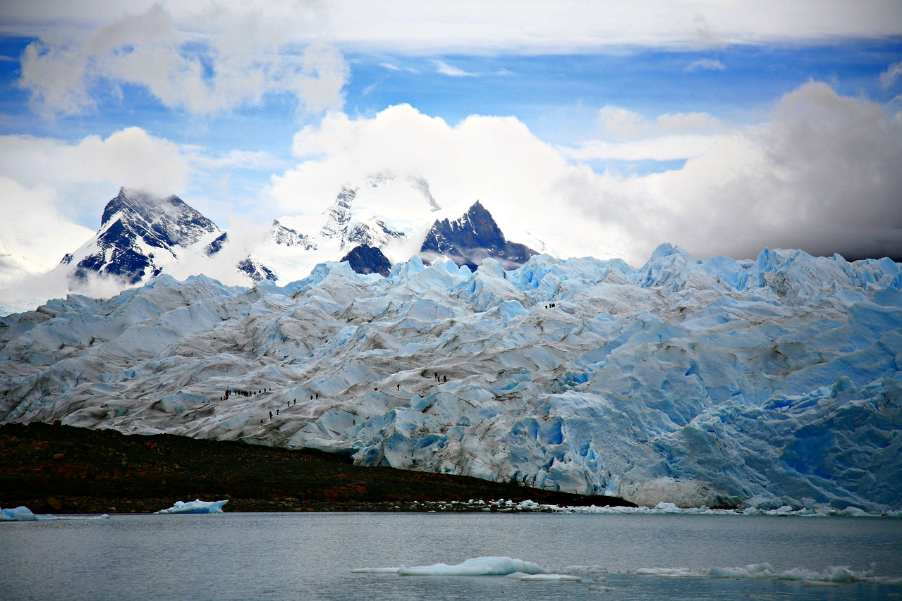 The glacier, with people shown for scale. That'll be us in the upcoming pics.