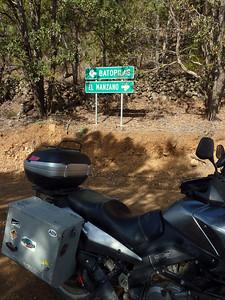 Batopilas/El Manzano sign.