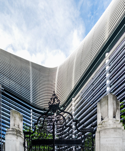 The Walbrook curves around an old church garden that has been extended and paved with Welsh slate in reference to its statue of the Welsh revolutionary, Owain Glyndwr.