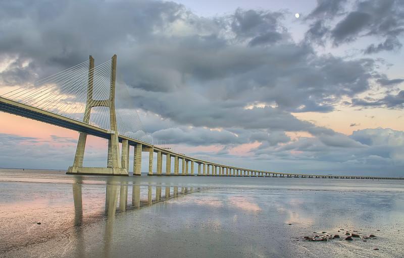 Vasco da Gama Bridge Full moon By Messagez.com