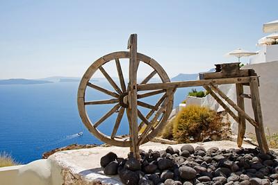 Sanotorini wooden yarn wheel