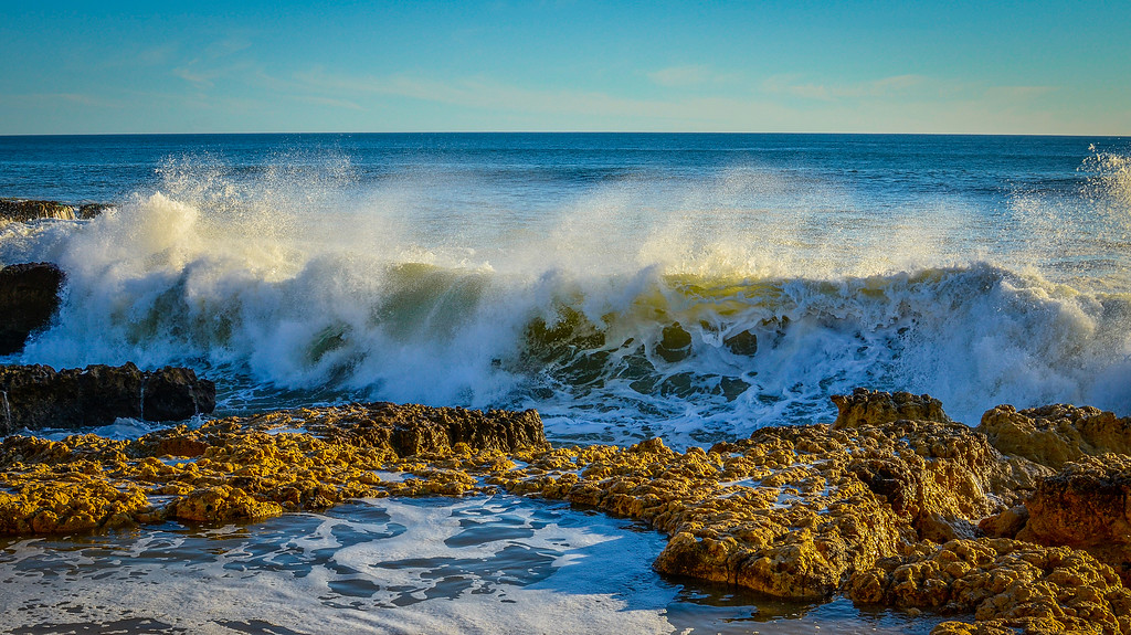 Amazing Algarve Beach Waves Photography  By Messagez com