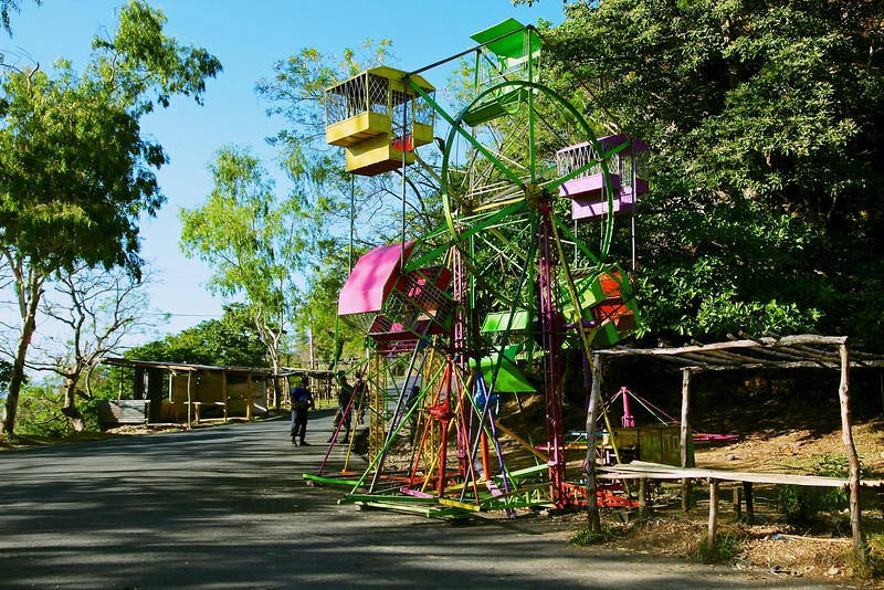 Roadside amusement rides, San Salvador